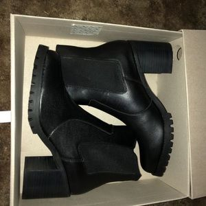 Women's Size 9 Black Boots from Urban Outfitters!